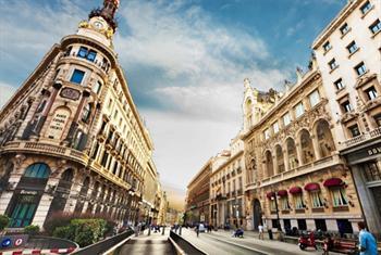 CELO TUR'dan Pegasus Havayollar� ile 10 G�nl�k EUROTRIO (Paris & Barselona & Roma) Turu ula��m, konaklama, rehberlik ve �evre gezileri dahil 4500 TL...
