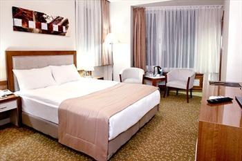 Pietra Hotel'de 2 Ki�ilik Konaklama ve A��k B�fe Kahvalt� 159 TL