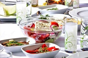 Beyo�lu Aman Greek Restaurant'ta T�rk-Yunan M�zi�i E�li�inde Men� 44,90 TL, S�n�rs�z ��ecek ile 59 TL