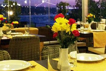 Yenik�y Ferdilli Gourmet Slow Food'ta E�siz Bo�az Manzaras� E�li�inde Leziz Ak�am Yeme�i Men�s� 75 TL Yerine 25 TL!