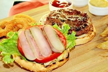 Nashira Park'ta 150 Gram Dev Burger Men� 9,90 TL