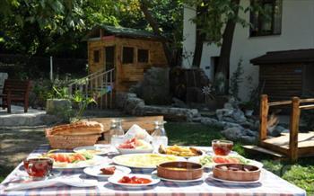 Sapanca G�n�l Sofras� Restaurant'da, Do�an�n G�zelli�i ��erisinde Enfes Lezzetlerden Olu�an S�n�rs�z Serpme K�y Kahvalt�s� 30 TL Yerine Sadece 19,90...