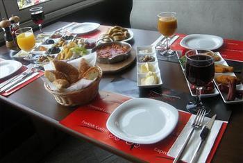 G�ne Muhte�em Bir Ba�lang�� Yapmak �steyenler ��in Beylikd�z� Livorno Cafe'de SINIRSIZ �ay E�li�inde Enfes Serpme Kahvalt� 25 TL Yerine 14,90 TL! 2...