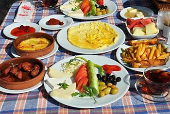 Do�a ��erisinde Muhte�em Kahvalt� Keyfi! Sapanca G�n�l Sofras� Cafe Restaurant'ta SINIRSIZ �ay E�li�inde A��k B�fe K�y Kahvalt�s� 30 TL Yerine 19,90...