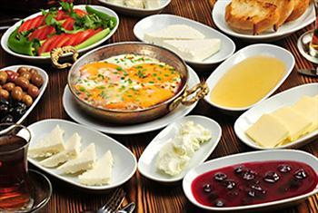 Avc�lar Fes Cafe'de S�n�rs�z �ay E�li�inde Serpme Kahvalt� Keyfi 25 TL Yerine 10,90 TL!