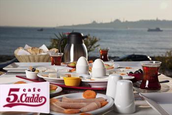 K�z Kulesi'ne naz�r Cafe 5. Cadde'de ister A�IK B�FE , ister ZENG�N TABAK kahvalt�, omlet, menemen, s�kma portakal suyu 40 TL yerine 17,90 TL!