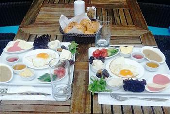 Ye�ilk�y Etiquette Cafe Bistro'da 2 Ki�ilik Serpme Kahvalt� Keyfi 40 TL yerine 24,90 TL!