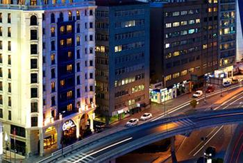 Biz Cevahir Hotel'de 2 Ki�i 1 Gecelik Oda Kahvalt� Konaklama ve A��k Havuz Kullan�m� Dahil 389 TL yerine 199 TL!