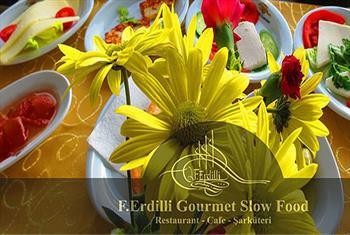 Yenik�y Ferdilli Gourmet Slow Food'ta E�siz Bir Bo�az Manzaras� E�li�inde Serpme Kahvalt� 30 TL yerine 17,50 TL'den Ba�layan Fiyatlarla!