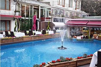 Gayrettepe Lavanta Restaurant'ta Zengin Men� ��erikleriyle Havuz Ba�� Serpme Kahvalt� Keyfi 35 TL Yerine 19,90 TL!