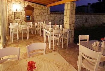 Ala�at� Kemerlihan Deluxe Hotel'de Leziz Bal�k Sofras� veya Izgara �e�itleri 99 TL Yerine Sadece 49 TL!
