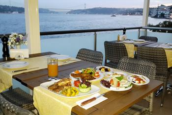 Yenik�y Ferdilli Gourmet Slow Food'ta Denize S�f�r Bo�az Manzaras� E�li�inde Yemek Ziyafeti 40 TL Yerine 19,90 TL!