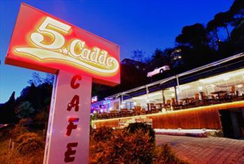 K�z Kulesi'ne Naz�r �sk�dar Cafe 5. Cadde'de Manzaraya ve Tad�na Doyamayaca��n�z Enfes Bal�k Men�s� 47 TL Yerine 32 TL!
