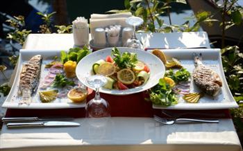 Anadolu Hisar� My Moon Restaurant'ta G�ksu Nehri Kenar�nda Canl� M�zik E�li�inde Ak�am Yeme�i F�rsat� 55 TL Yerine Sadece 33.90 TL!