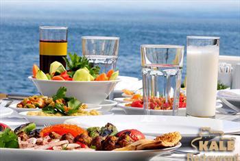 B�y�k�ekmece Kale Restaurant'ta Denize Naz�r Canl� M�zik ve 2 Kadeh Yerli Alkol E�li�inde Zengin Et veya Bal�k Men� 90 TL Yerine 39,90 TL'den...