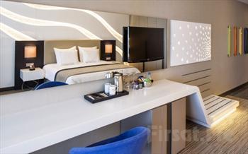 Hafta Sonunuzu En Keyifli �ekilde De�erlendirece�iniz �zmir Ramada Hotel'de �ift Ki�ilik Konaklama + Kahvalt� + Ak�am Yeme�i + �arap Ve Meyve �kram�...