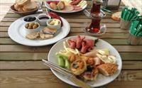 Denizin E�siz Mavili�inde R�ya Gibi Bir Kahvalt�! B�y�k�ekmece'nin Denize S�f�r Mekan� Green House Cafe'de Hafta ��i Kahvalt� Taba�� + Sucuklu...