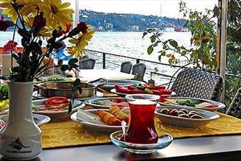 Yenik�y Ferdilli Gourmet Slow Food'ta E�siz Bir Bo�az Manzaras� E�li�inde Serpme Kahvalt� veya Yemek 17,50 TL!