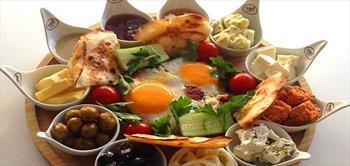 Gusto Cafe'de Nefis K�y Kahvaltisi!
