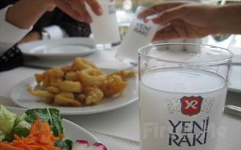 Vur patlas�n �al oynas�n! Kumkap� Patara'da 6 �e�it Meze + Salata + Bal�k ya da Izgara + Meyve Taba�� + 2 Duble Yerli ��ecek, Fas�l ve Dans�z...