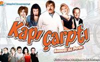 �stanbul Kumpanyas�'ndan S�cak ve E�lenceli Bir Komedi KAPI �ARPTI Oyunu 45 TL Yerine 24.90 TL'den Ba�layan Fiyatlarla!