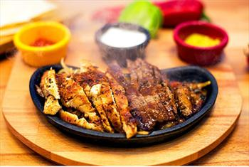 Yenik�y Ferdilli Gourmet Slow Food'ta Denize S�f�r Bo�az Manzaras� E�li�inde Yemek Ziyafeti 40 TL Yerine 24,90 TL'den Ba�layan Fiyatlarla