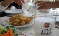 Vur patlas�n �al oynas�n! Kumkap� Patara'da Meze + Salata + Bal�k ya da Izgara + Meyve Taba�� + 2 Duble Yerli ��ecek, Fas�l ve Dans�z E�li�indeki...