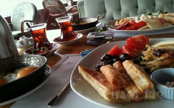 Yemye�il A�a�lar Aras�nda Merter �elale Cafe'de A��k B�fe veya Serpme Kahvalt� Keyfi 30 TL Yerine 19,50 TL'den Ba�layan Fiyatlarla!