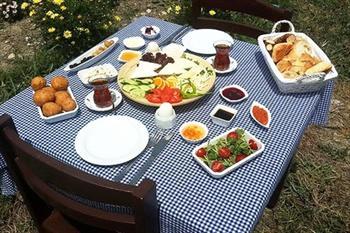 Urla'daki Bah�em'de 1 Ki�ilik �iftlik Kahvalt�s� ve 1 Tur At Binme 14,90 TL