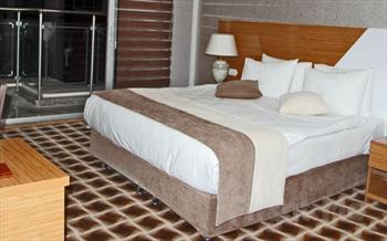 K�rfez Manzaral� Alsancak Way Hotel'de 2 Ki�i 1 Gece Konaklama + A��k B�fe Kahvalt� Keyfi Sadece 139 TL!