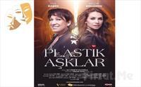 Oya Başar ve Begüm Birgören'in Oynadığı İçimizden, Sımsıcak Bir Komedi 'Plastik Aşklar' Tiyatro Oyunu Bileti 78 TL Yerine 45 TL'den Başlayan...
