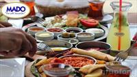 Boğaz Manzaralı Emirgan Mado'da Sınırsız Çay Eşliğinde Sini veya Serpme Köy Kahvaltısı Keyfi!