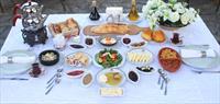 Şirince Artemis Restaurant'ta Eşsiz Manzarali Ödüllü Serpme Kahvalti!